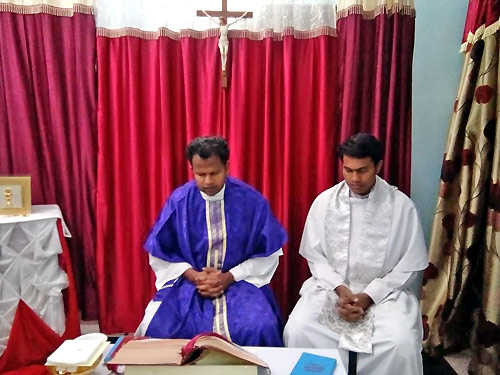 Augustinians offer the Eucharist visiting a small village in central India