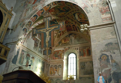The sanctuary area in the Gubbio church, with fresco deterioration