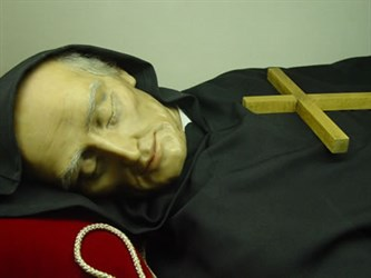 The mortal remains of Alonso, since 1978 in a Madrid chapel of the Augustinian nuns